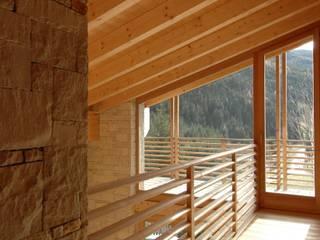 Studio Marastoni Pasillos, halls y escaleras minimalistas