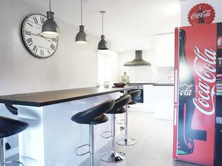 Estilo industrial para esta reforma realizada por nuestra empresa: Cocinas de estilo  de GRUPO STYLO REFORMAS Y DECORACIÓN en Madrid