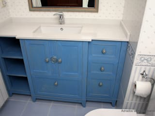 Mueble para lavabo : Baños de estilo  de Adrados taller de ebanistería