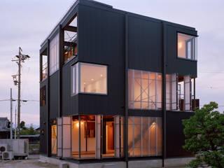 波板の家 の 山下大輔建築設計事務所 インダストリアル