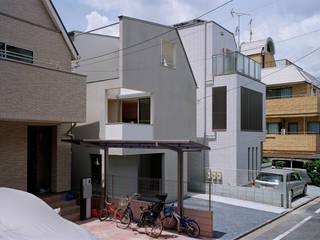 神楽坂の住宅: 山下大輔建築設計事務所が手掛けた一戸建て住宅です。,