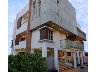 :  Multi-Family house by Ineidos,