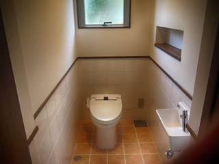Salle de bain classique par 株式会社青空設計 Classique