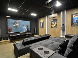 Sala de cinema: Eletrônicos  por Marcelo Minuscoli - Projetos Personalizados