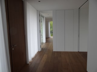 Modern corridor, hallway & stairs by Tischlerei Hegering Modern