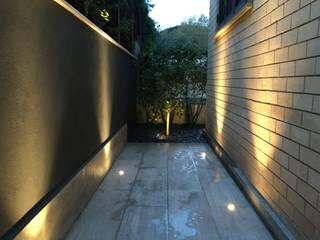 Forti contrasti Au dehors Studio. Architettura del Paesaggio Giardino anteriore