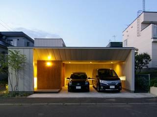 株式会社 ATELIER O2 Garajes y galpones de estilo moderno