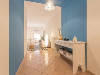 Minimalist corridor, hallway & stairs by Anna Leone Architetto Home Stager Minimalist