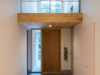 Modern corridor, hallway & stairs by SWAY DESIGN Modern