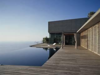 Terraza de madera con vistas al mar Moderner Balkon, Veranda & Terrasse von Ecologic City Garden - Paul Marie Creation Modern