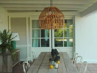 Casa de verano:  de estilo  de Madariaga & Brujó