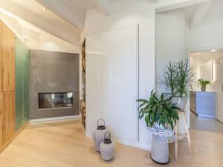 Moderne Wohnhaus mit warmen Holzcharakter Moderne Wohnzimmer von Manufaktur Hommel Modern