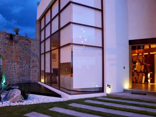 NEXATENGO 62: Casas de estilo moderno por Praxis Arquitectura