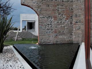 NEXATENGO 62: Jardines de estilo moderno por Praxis Arquitectura
