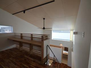 しろがねの家 モダンデザインの 書斎 の トミオカアーキテクトオフィス モダン