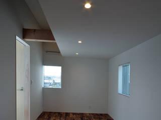 しろがねの家 モダンデザインの 子供部屋 の トミオカアーキテクトオフィス モダン