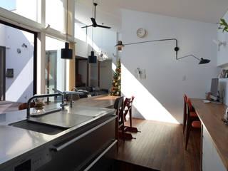 ロ字の家 モダンな キッチン の トミオカアーキテクトオフィス モダン