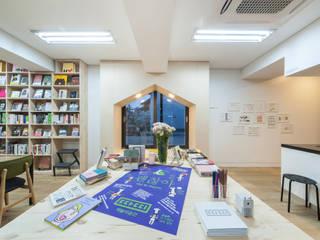 책놀이공간 따띠: 스튜디오 마니의  서재 & 사무실