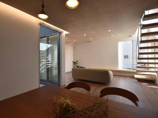 今泉の家 モダンデザインの ダイニング の 熊倉建築設計事務所 モダン