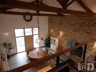 Granges en maison d'habitation - Atelier k.lam: Couloir et hall d'entrée de style  par atelier klam
