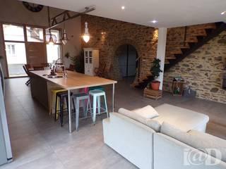 Granges en maison d'habitation - Atelier k.lam: Salon de style de style Moderne par atelier klam