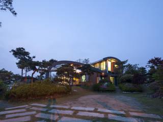 Rumah Gaya Country Oleh D.P.J & Partners Country
