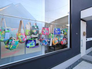 Puertas y ventanas de estilo minimalista de 石川淳建築設計事務所 Minimalista