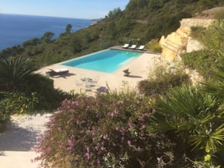 England vs Provence: Giardino in stile  di Studio S.O.A.P.