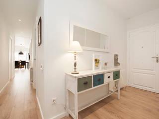 Pasillo y vestíbulo Sincro Pasillos, vestíbulos y escaleras de estilo escandinavo Blanco