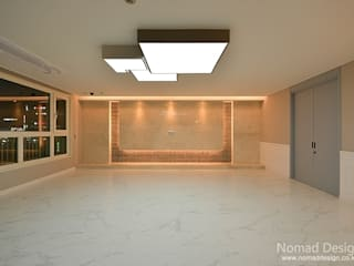 66평 강서구 엘크루블루오션 - 부산: 노마드디자인 / Nomad design의  거실