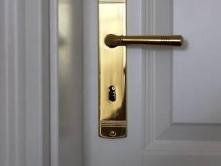 SCHOß INGENIEUR GmbH Puertas estilo clásico Madera maciza