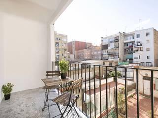 Balcone, Veranda & Terrazza in stile mediterraneo di Gramil Interiorismo II - Decoradores y diseñadores de interiores Mediterraneo