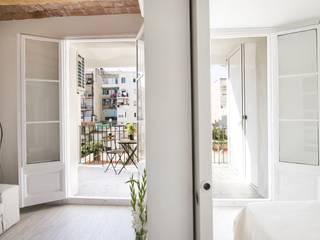 Salas de estar mediterrâneas por Gramil Interiorismo II - Decoradores y diseñadores de interiores Mediterrâneo