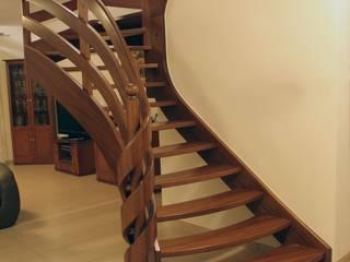 Stufen mit Stil:  Flur & Diele von STREGER Massivholztreppen GmbH
