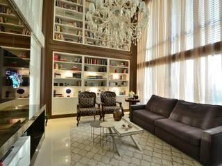 Living com biblioteca: Salas de estar  por Marcelo Minuscoli - Projetos Personalizados