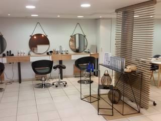 salon de coiffure rénové Locaux commerciaux & Magasin scandinaves par Backhome Scandinave