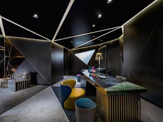 Modern and Eclectic Hotel Vue:   by ASC INTERIOR