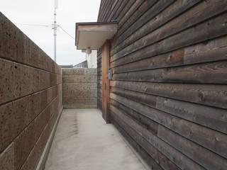 高崎・内田美容室: 佐藤重徳建築設計事務所が手掛けた商業空間です。
