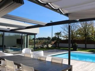 Comme à l'Hôtel: Terrasse de style  par AM architecture