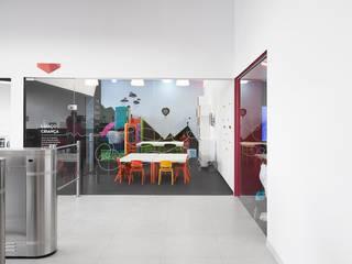Espaço Criança Kalorias Montijo Lojas e Espaços comerciais modernos por Estúdio AMATAM Moderno
