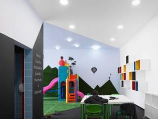 Estúdio AMATAM مكاتب ومحلات Multicolored