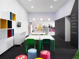 Espacios comerciales de estilo moderno de Estúdio AMATAM Moderno