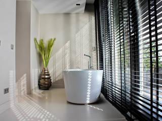 Kunststof Gietvloer als Basis voor een Minimalistisch Interieur :  Badkamer door Motion Gietvloeren, Minimalistisch