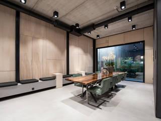 Cementgebonden Gietvloer in Huizen:  Kantoorgebouwen door Motion Gietvloeren, Modern