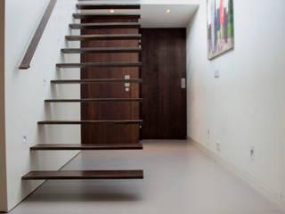 Betonlook Gietvloer in Woning:  Vloeren door Motion Gietvloeren, Industrieel