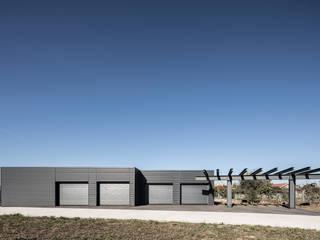 Minimalist garage/shed by PAULO MARTINS ARQ&DESIGN Minimalist