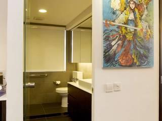 Healthy Garden:  Bathroom by Clifton Leung Design Workshop
