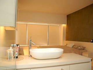 Park Towers Modern bathroom by Clifton Leung Design Workshop Modern