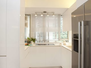 Tregunter Tower:  Kitchen by Clifton Leung Design Workshop, Modern