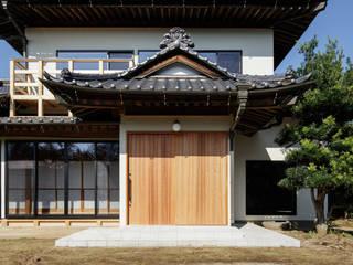 Pasillos y vestíbulos de estilo  por m・style 一級建築士事務所, Moderno